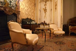 prepare antique furniture for relocation