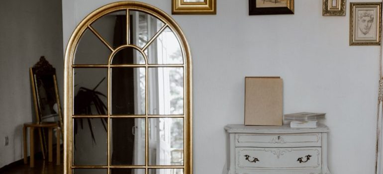 handle mirrors when moving