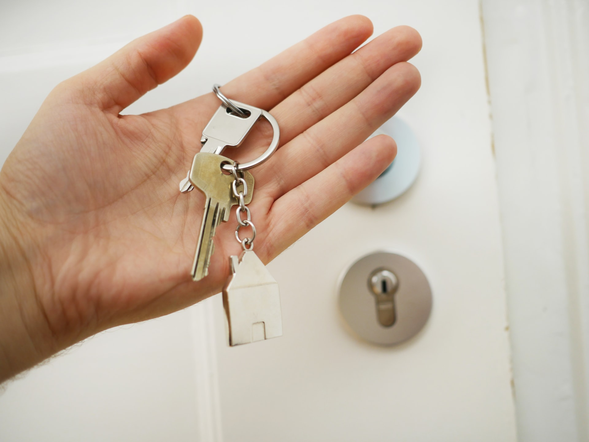 Your keys are among things you should not forget to pack when moving to Gaithersburg